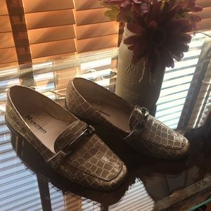 Nygard Collection Alligator Print Loafers